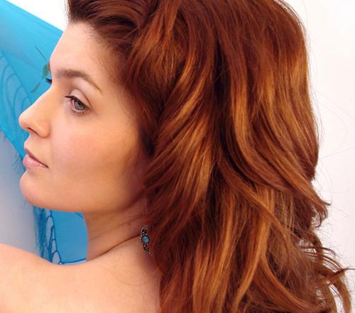 Тициановский цвет волос имеет огненный оттенок