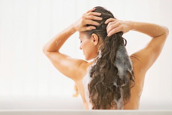 Только правильный подход к уходу за волосами поможет им выглядеть здоровыми и сильными