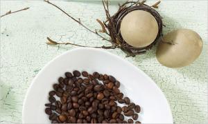 Цена ароматного скраба – ложка натурального кофе и куриное яйцо