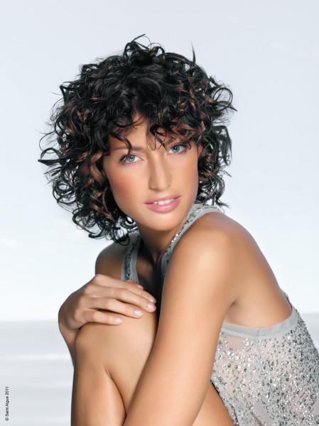 Цена природной красоты намного выше стоимости высококачественной специальной косметики.