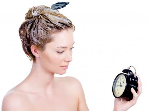 Удерживать смесь на волосах нужно ровно столько, сколько указано в инструкции