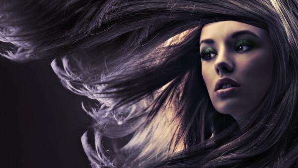 Уход за локонами должен быть обоснованным, будь то средства для уплотнения волос или косметика для кудрей