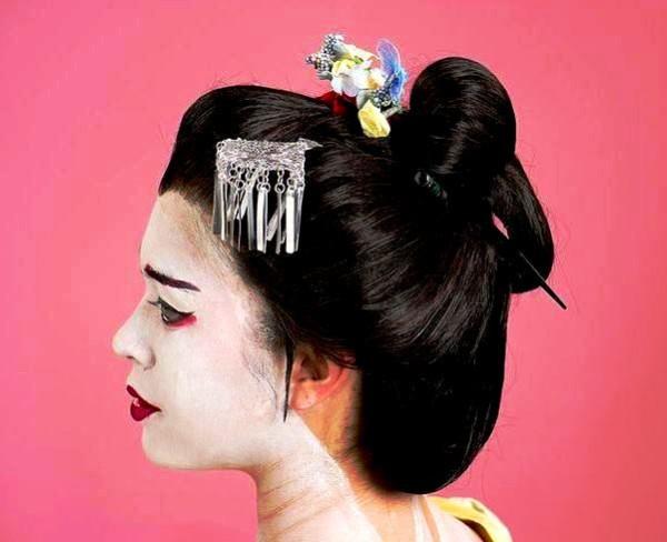 Укладка с гребнем в японском стиле не оставит вас без внимания окружающих
