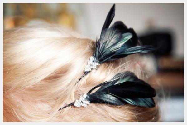 Украшение из перьев