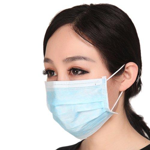 В процессе нанесения средств от педикулёза обязательно защищайте нос и рот повязкой