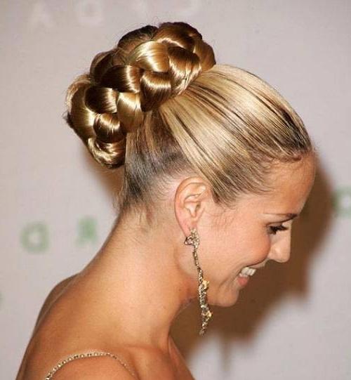 В зависимости от густоты шевелюры, вы можете регулировать ширину косы