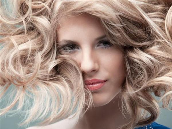 Виды мелирования волос сложно было бы представить без «французского» шарма и легкости