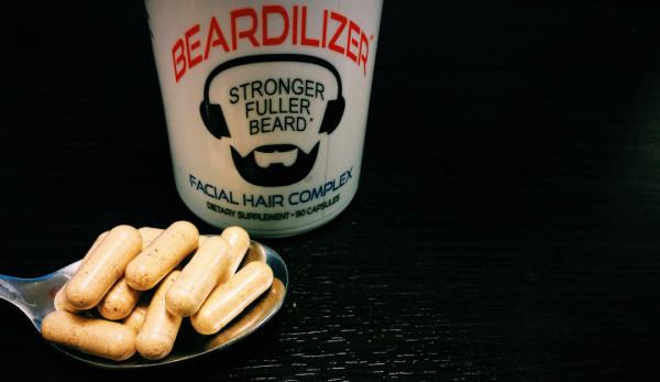 Витаминный комплекс для бороды BearDilizer (цена – от 3500 руб.). Содержит серу, аминокислоты, витамин B6, фукус, хром, йод, марганец, инозитол, фолиевую кислоту и бета-каротин.