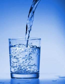Вода справиться с любой соринкой.
