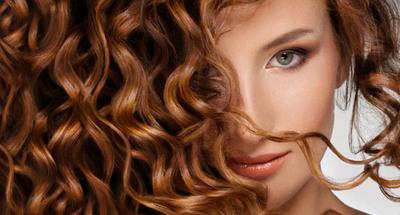 Волнистые локоны, конечно, безумно красиво смотрятся, но давать отдых волосам от такой прически – необходимо!