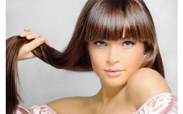 Волосы после проведения процедуры ламинирования выглядят ухоженными и здоровыми.
