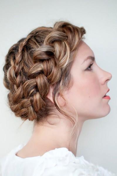 Вот один из вариантов плетения косы по кругу