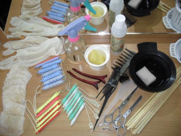 Вот такие инструменты пригодятся для создания долговременных локонов дома