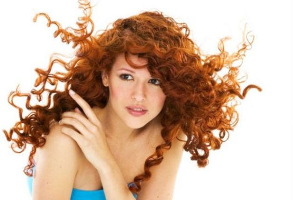 Вред или польза хны для волос – эта тема является самой горячей дискуссией среди любителей натурального ухода за волосами и рыжего оттенка локонов
