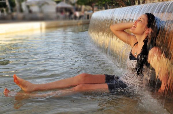 Вряд ли кто-то возьмется спорить о том, что летняя жара создает немало неудобств обладательницам длинных локонов