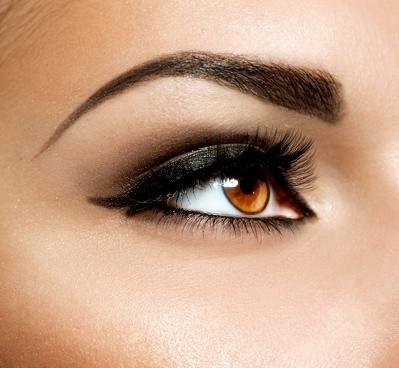 Выбирайте форму, которая максимально напоминает естественные очертания. Такие брови будут гармонично смотреться на вашем лице.