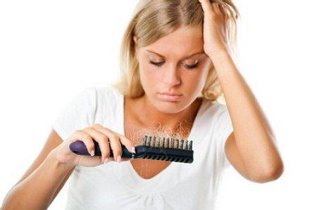 Выпадение волос – настоящая трагедия для женщин
