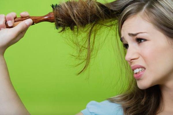 Заболевшие волосы требуют аккуратного обращения