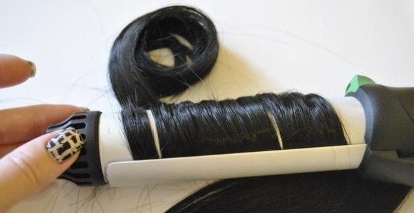 Завивать прядки из искусственных волокон можно исключительно в том случае, если на упаковке имеется метка «термо».