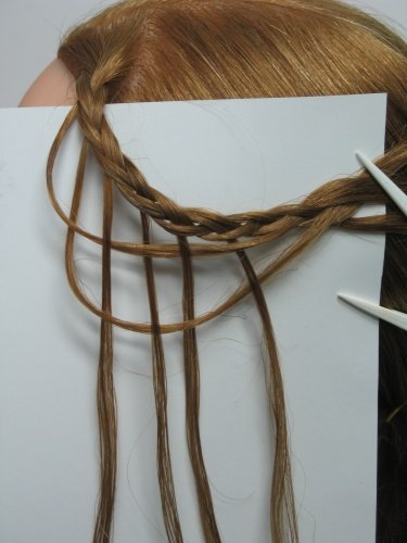 Здесь хорошо виден метод корзинного плетения