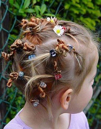 Жгутики в сочетании с заколками и цветами