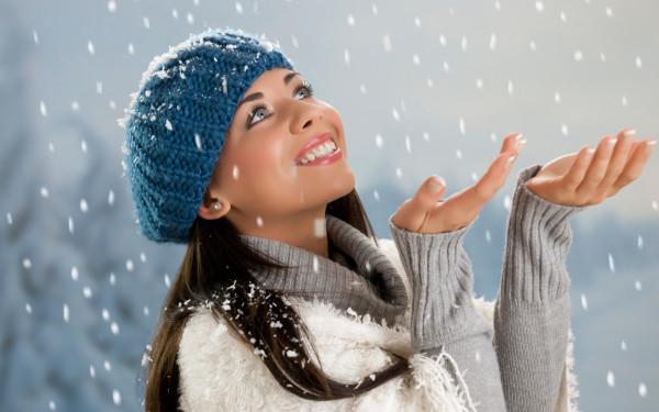 Зимний уход для волос должен быть направлен на увлажнение и снятие статического напряжения