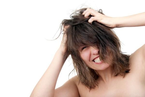 Зуд - один из симптомов педикулеза
